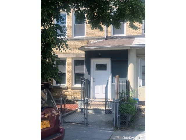 3 BR,  3.00 BTH 2 story style home in Wakefield