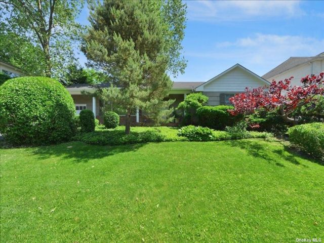 3 BR,  2.00 BTH Ranch style home in Bayside