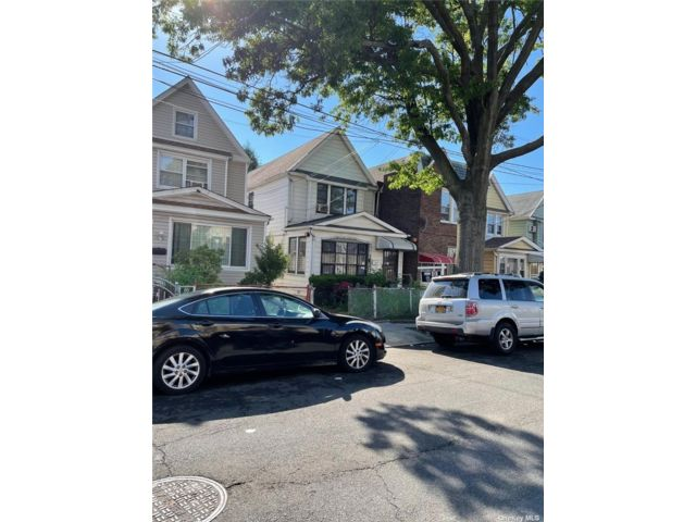 3 BR,  3.00 BTH Other style home in Woodside