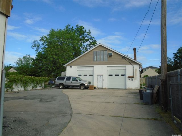 Studio,  0.00 BTH Commercial style home in Hewlett