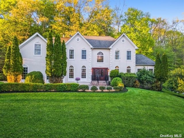 4 BR,  4.00 BTH Colonial style home in Somers