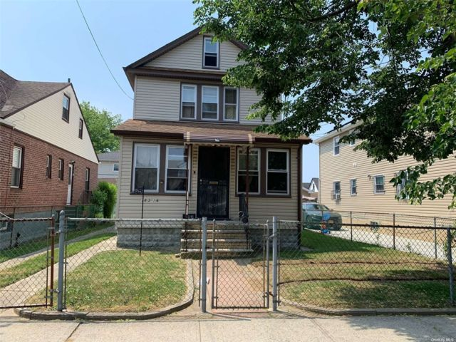 3 BR,  2.00 BTH 2 story style home in Springfield Gardens