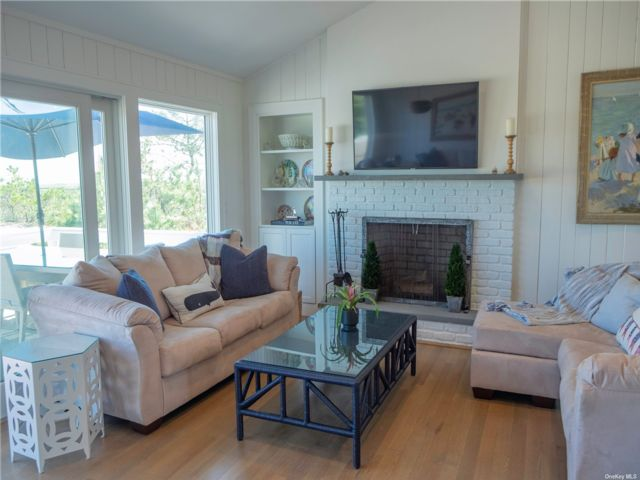 4 BR,  3.00 BTH Ranch style home in Westhampton Bch