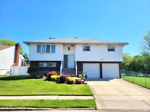 4 BR,  2.00 BTH Hi ranch style home in Plainview