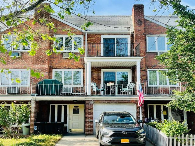 4 BR,  3.00 BTH Other style home in Flushing