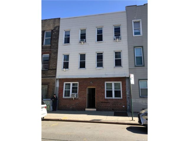 12 BR,  6.00 BTH Other style home in Greenpoint