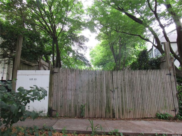 Lot <b>Size:</b> 20x112.42 Land style home in Kew Gardens
