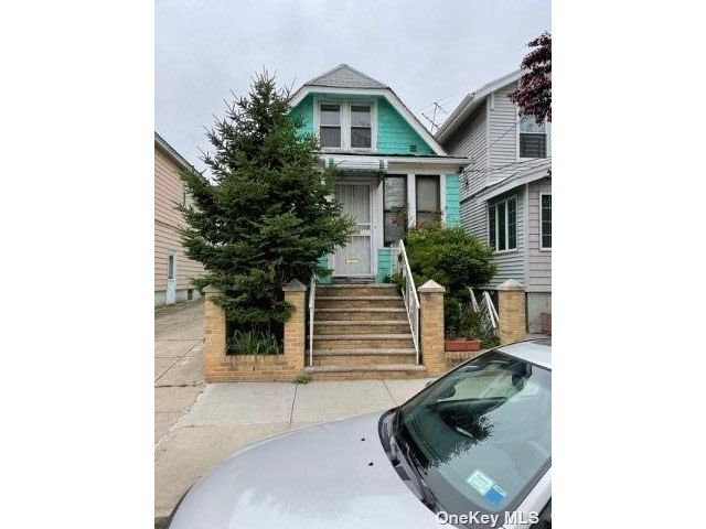 3 BR,  1.00 BTH Cape style home in Woodside