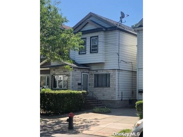3 BR,  2.00 BTH Semi detached style home in Woodhaven