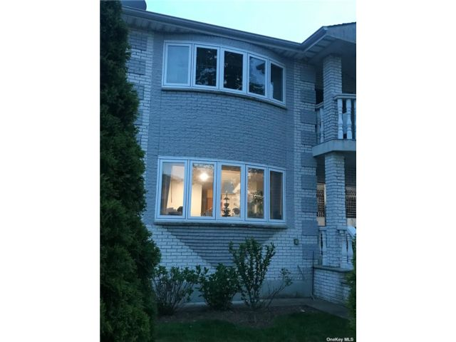 3 BR,  2.00 BTH 2 story style home in Douglaston