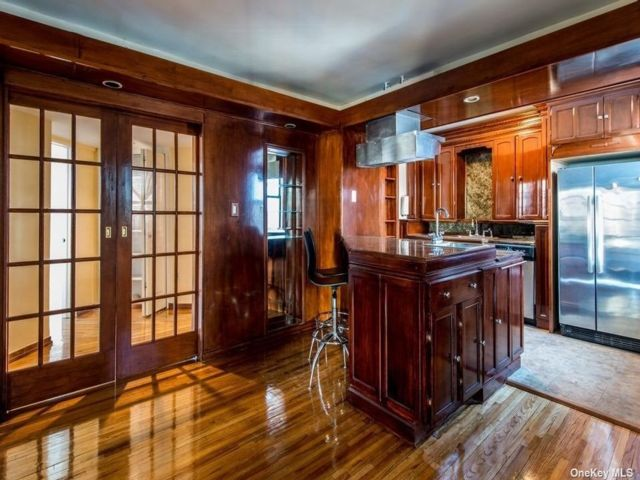 3 BR,  2.00 BTH Apt in bldg style home in Forest Hills