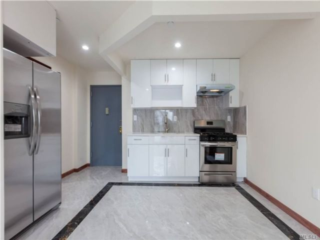 23 BR, 13.00 BTH Contemporary style home in Elmhurst