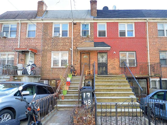 3 BR,  3.00 BTH Trilevel style home in Ridgewood