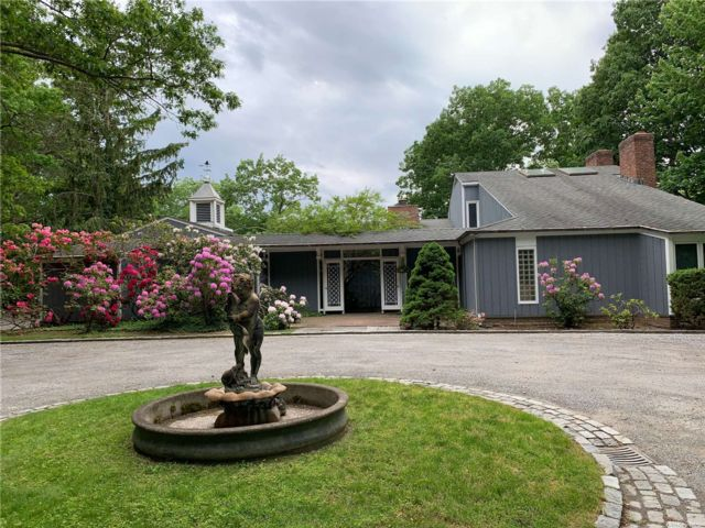 4 BR,  4.00 BTH Other style home in Oyster Bay