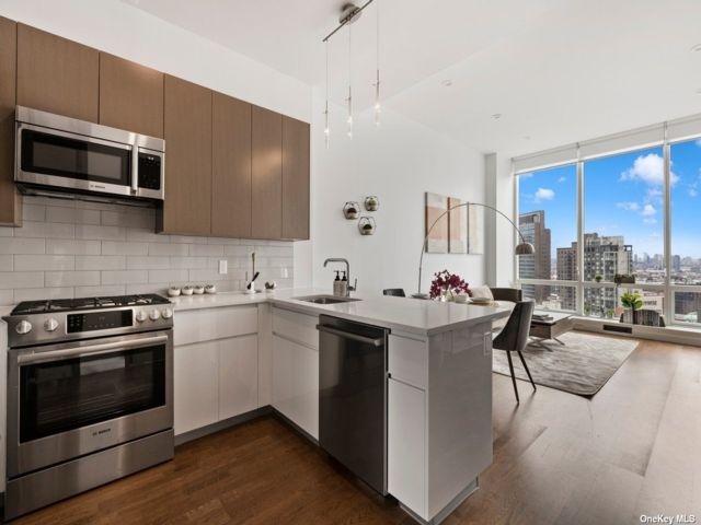 2 BR,  2.00 BTH High rise style home in Long Island City