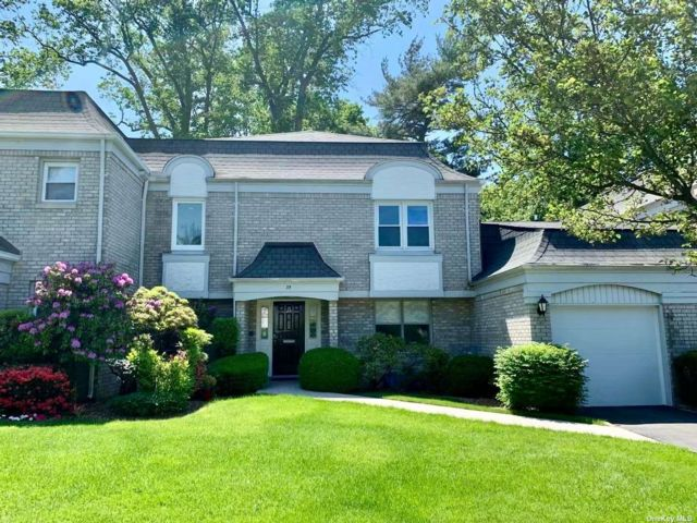 3 BR,  4.00 BTH Other style home in Manhasset