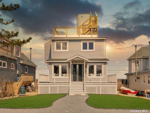 3 BR,  2.00 BTH Contemporary style home in Gilgo Beach