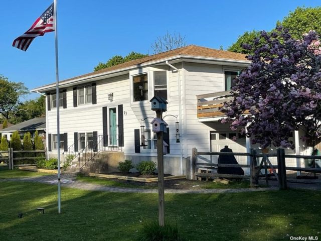 4 BR,  3.00 BTH Hi ranch style home in East Quogue
