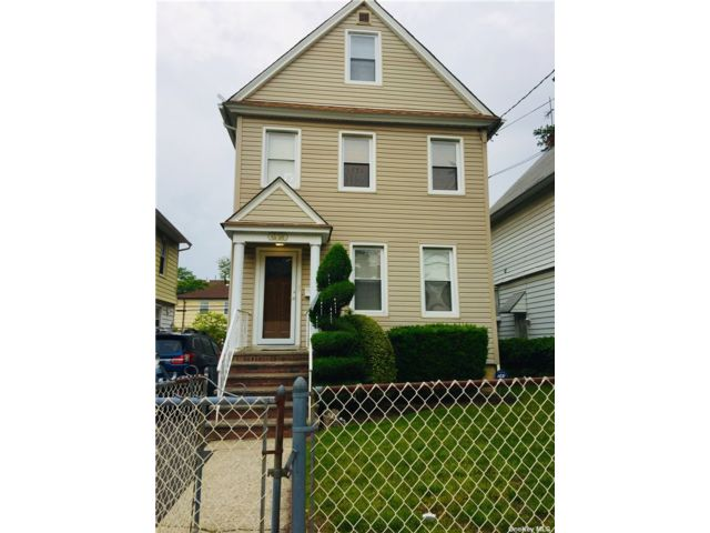 3 BR,  4.00 BTH Duplex style home in Flushing