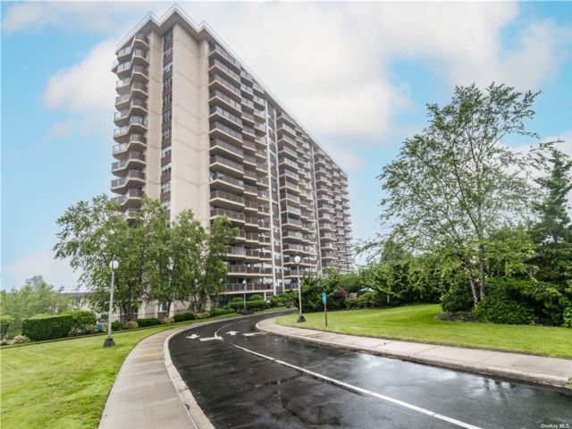 Studio,  1.00 BTH High rise style home in Bayside
