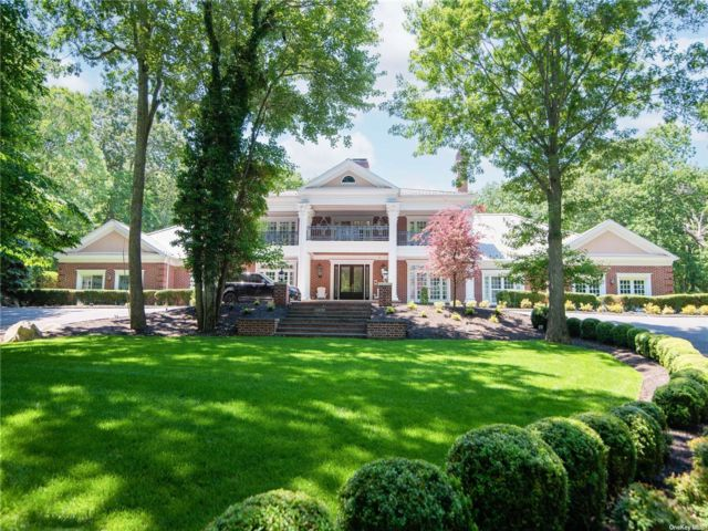 6 BR,  9.00 BTH Estate style home in Belle Terre