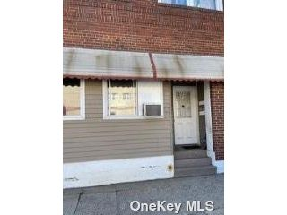Studio,  0.00 BTH Commercial style home in Franklin Square