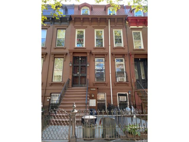6 BR,  4.00 BTH Townhouse style home in Bed-stuy