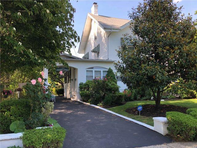 5 BR,  4.00 BTH Victorian style home in Westbury
