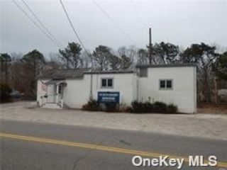 Studio,  0.00 BTH Commercial style home in Quogue