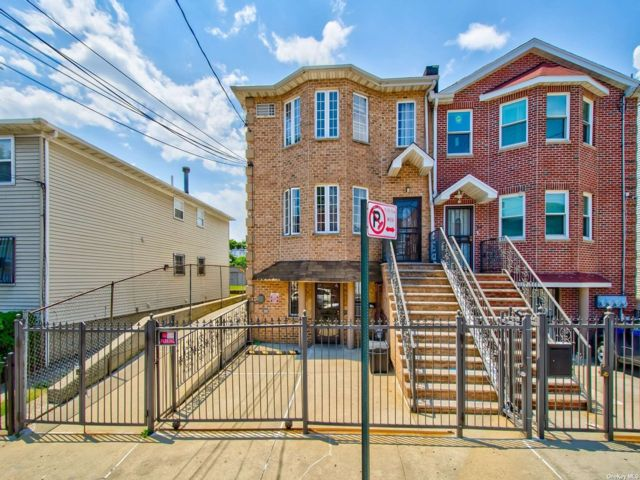 8 BR,  5.00 BTH Contemporary style home in East Elmhurst