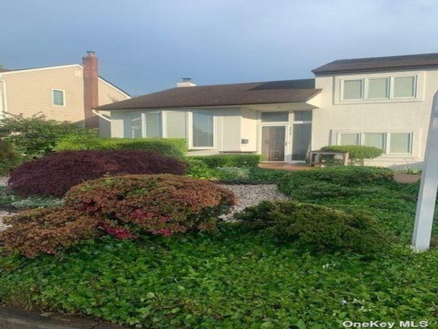4 BR,  2.00 BTH Split level style home in Seaford