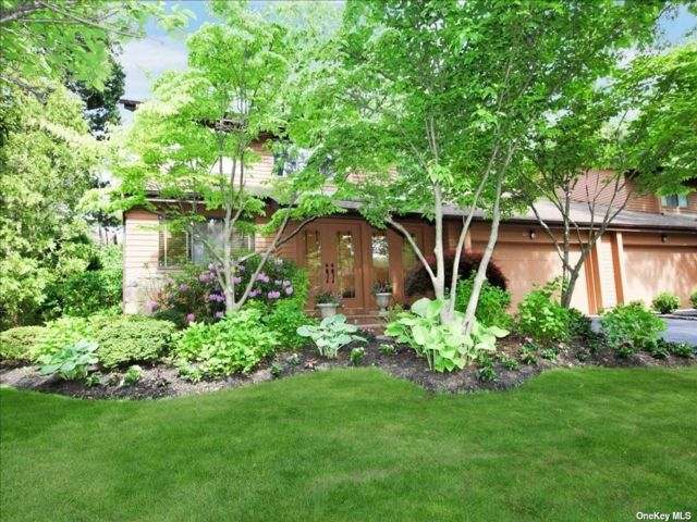 3 BR,  3.00 BTH Townhouse style home in Manhasset