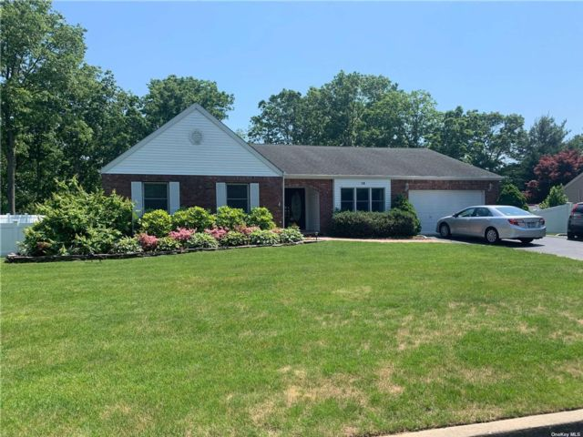 3 BR,  2.00 BTH Exp ranch style home in Bohemia