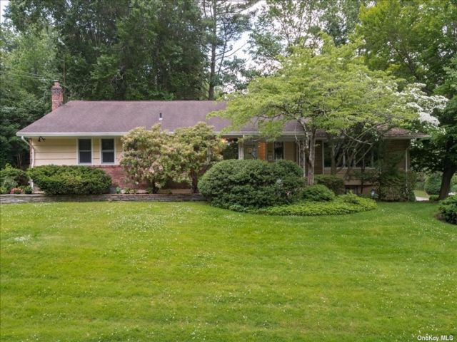4 BR,  4.00 BTH Ranch style home in East Hills