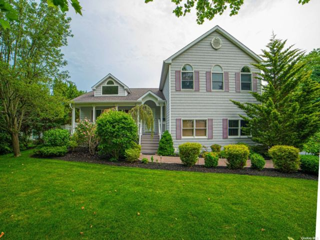 5 BR,  4.00 BTH Other style home in Bay Shore