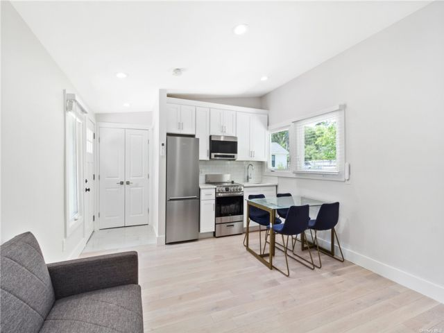 1 BR,  1.00 BTH Studio style home in Westhampton Bch