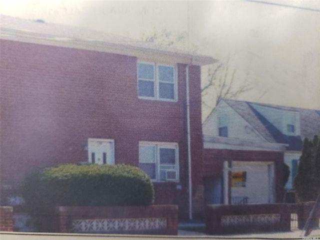 4 BR,  2.00 BTH Duplex style home in Hempstead