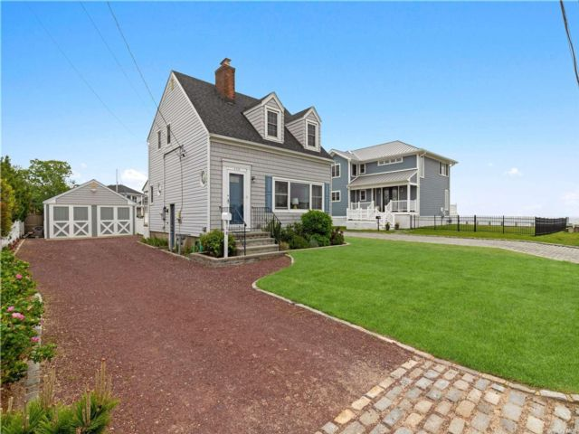 2 BR,  2.00 BTH Cape style home in Amityville