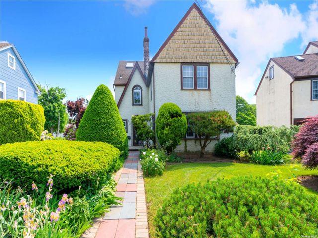 4 BR,  3.00 BTH Tudor style home in Hempstead