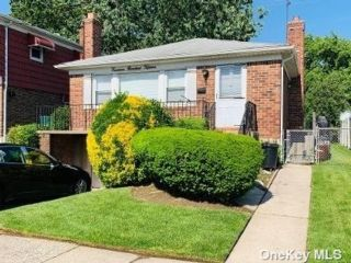 3 BR,  3.00 BTH Raised ranch style home in Bayside