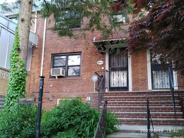 3 BR,  2.00 BTH Townhouse style home in Flushing