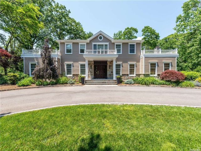 5 BR,  6.00 BTH Colonial style home in Oyster Bay Cove