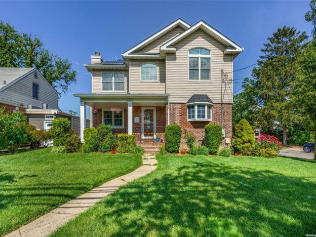 5 BR,  3.00 BTH Colonial style home in New Hyde Park