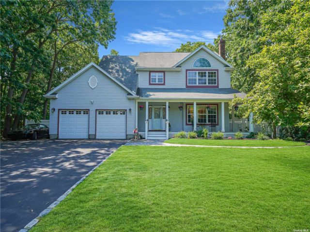 4 BR,  4.00 BTH Colonial style home in Oakdale