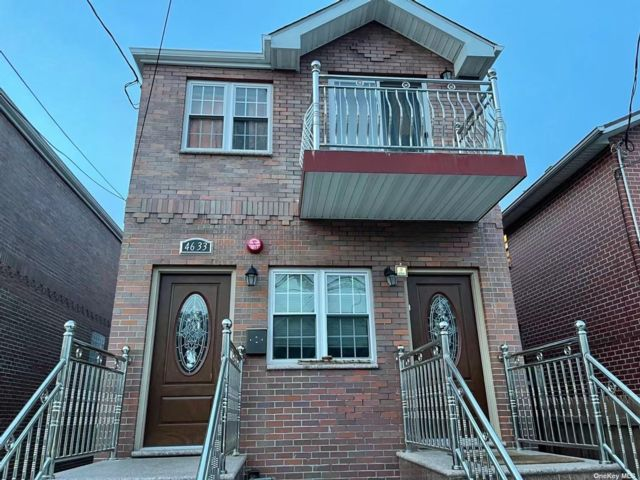 5 BR,  5.00 BTH 2 story style home in Flushing