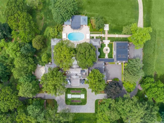 21 BR, 18.00 BTH Estate style home in Mill Neck
