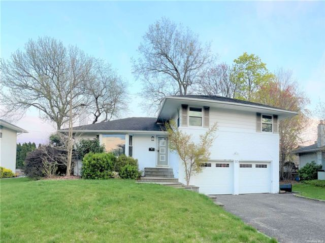 3 BR,  3.00 BTH Split level style home in Jericho