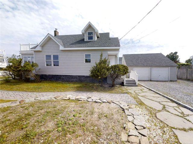 3 BR,  2.00 BTH Cape style home in Center Moriches