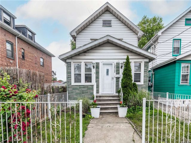 2 BR,  2.00 BTH Colonial style home in Throggs Neck