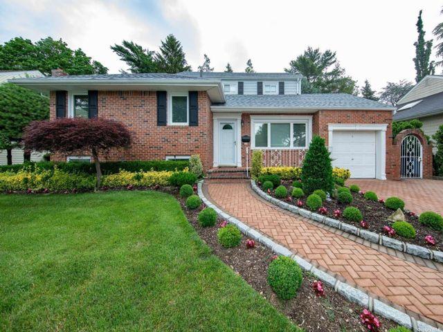 3 BR,  2.00 BTH Split level style home in Garden City